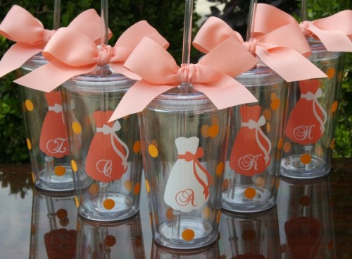 fakesororitygirl:  Wedding Wednesday cute gift idea for bridesmaids!