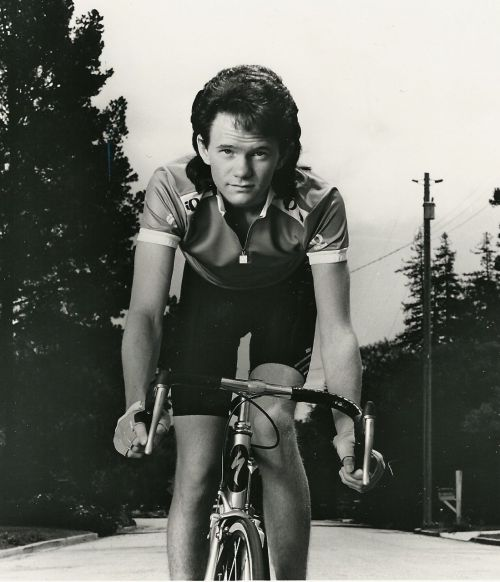 master-bait:  ridesabike:  Neil Patrick Harris rides a bike. On his way to the Tonys.  And it's Specialized. Holla at that.  Aww Yiss.