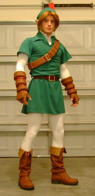 Sweet Jesus… This guy has the exact same body type as OOT Link…. :ooooooooo