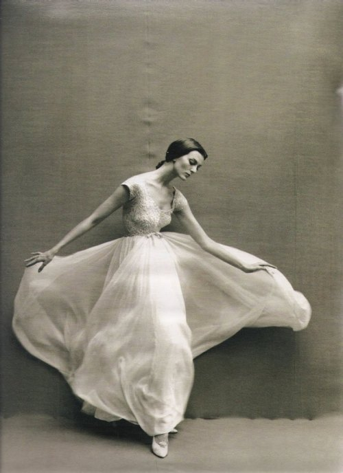 giantbeard:  VintageDancer Carmen dell'Orefice by Richard Avedon