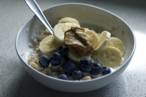 Oatmeal with banana peanut butter and blueberries :)
