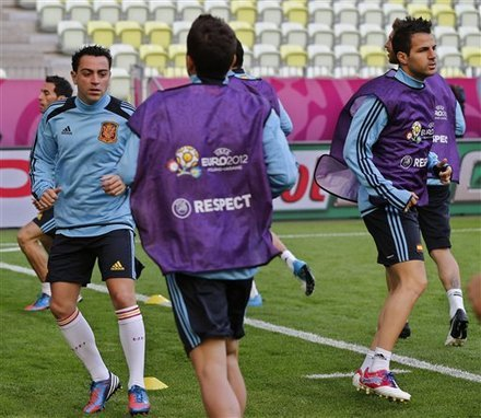 football-addict:  Are Cesc already fit for tomorrow game?