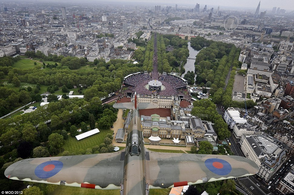 Queen's Diamond jubilee as viewed from the Lancaster flyby