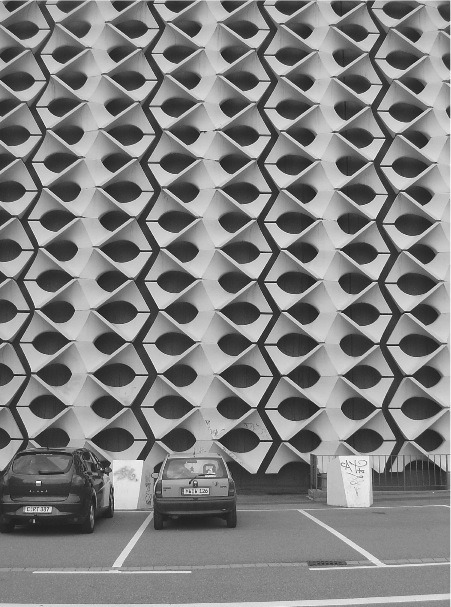 concrete facade car via fabriciomora: