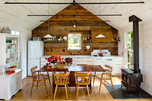 country kitchen (via Tiny House by Jessica Helgerson)