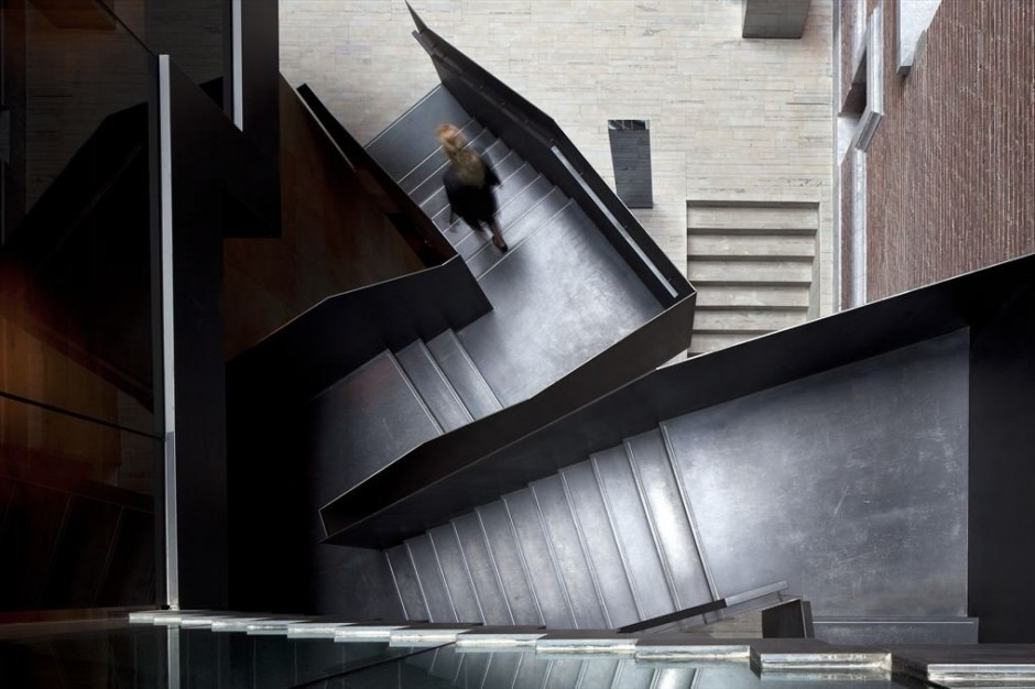 (via Conservatorium Hotel by Piero Lissoni)