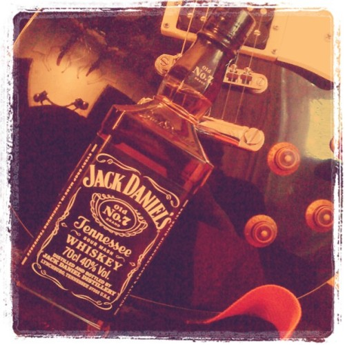 My favorite things  #guitar #whiskey #drink #drunk #guitarist #les_paul #jack_daniels #scotch #twin #swag #cool #Gibson #tennessee #rock #rock_n_roll (Taken with Instagram)