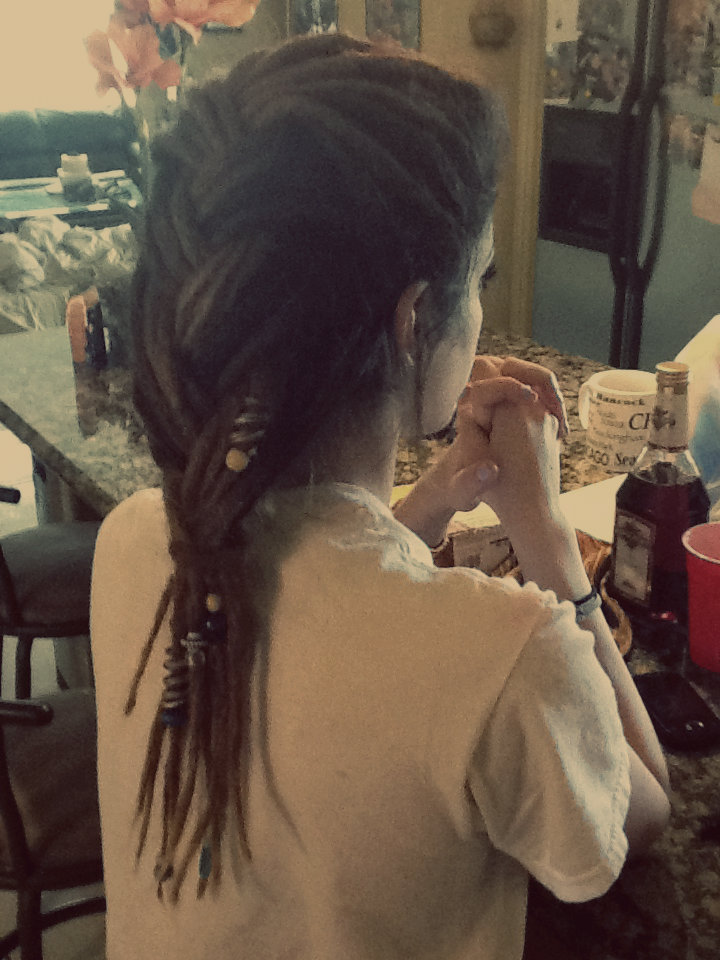 allyshonee:  my mom plays with my hair a lot   it's amazing