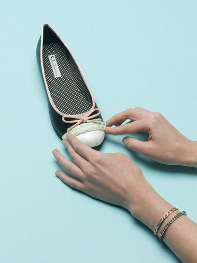 teenvogue:  It's time to DIY! Craft your own adorably ladylike cap toe ballet flats. Learn the simple and chic steps here »