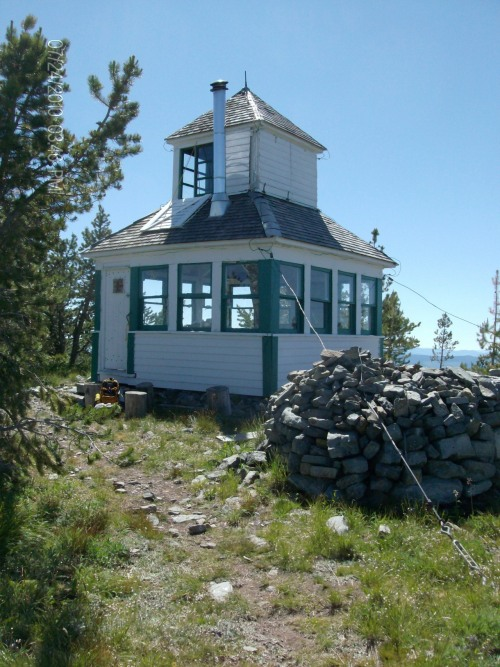 cabinporn:  McGuire Fire Lookout near Eureka, Montana. Submitted Terry McGuire.  I cannot begin to describe how much I want to live there.