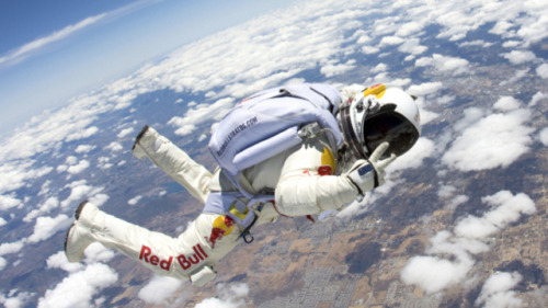 simplyair:  Felix Baumgartner space dive. 120,000 ft! Insane!!