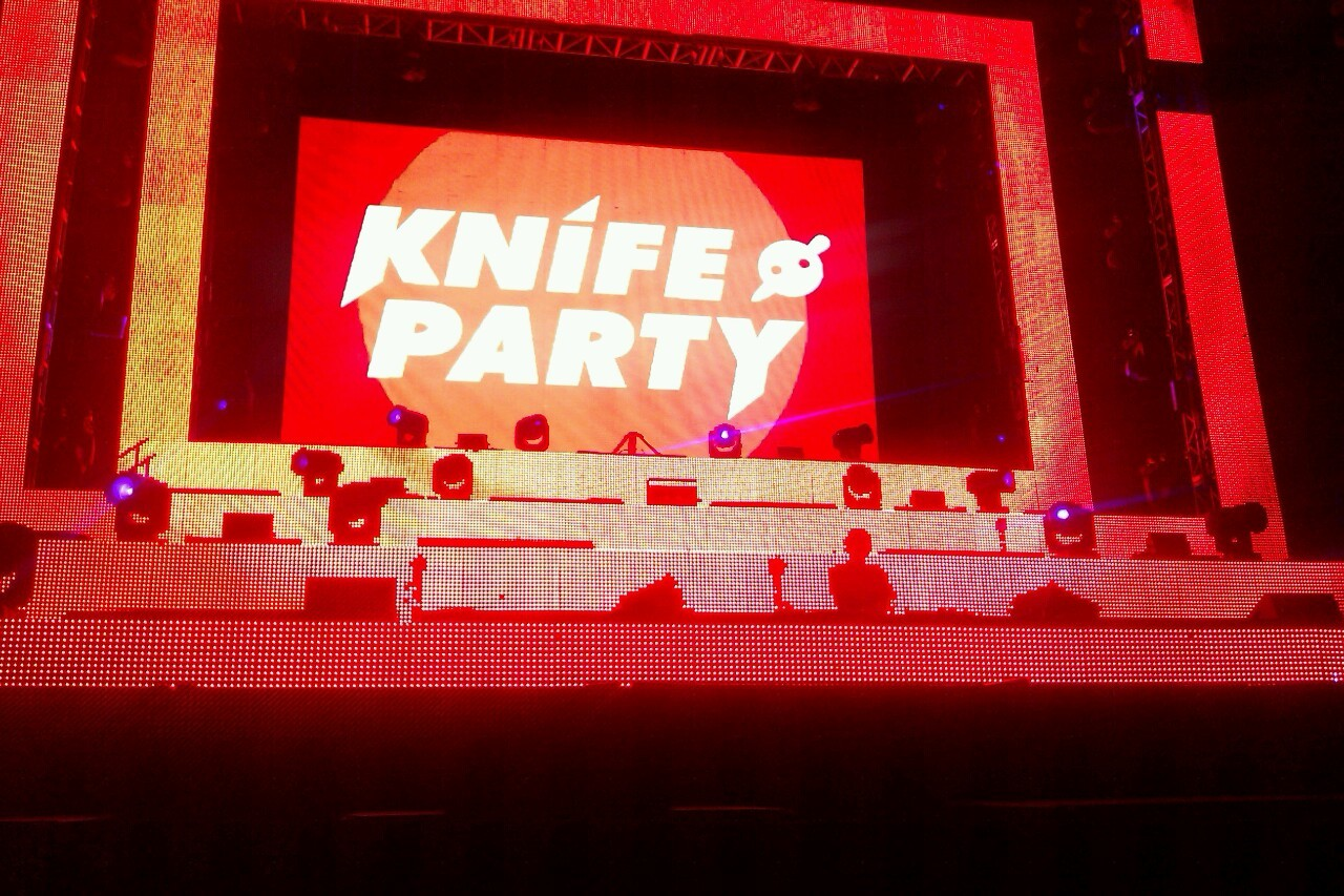 walkingalone-inmymind:  Knife Party!