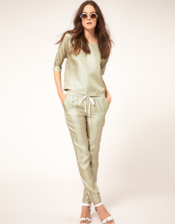 Virginie Castaway Twill Silk Trousers In Circle PrintMore photos & another fashion brands: bit.ly/JhJZAl