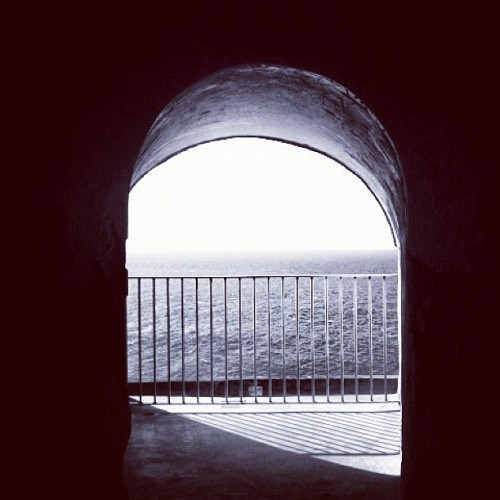 the view #puertorico #instagram #iphonegraphy #oldsanjuan #morro #fort #view #balcony  (Taken with Instagram at Castillo San Felipe Del Morro)