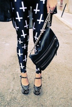 want theese leggings sooo bad! anybody know where from? :)