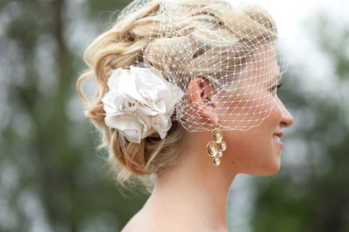 Who says you can't have a flower AND a birdcage in your hair? This style looks beautiful.