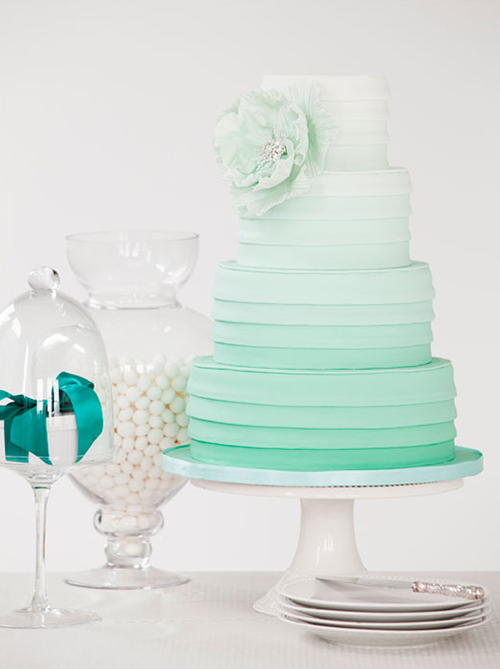 I usually see ombre cakes in other colours, this is a first for me!