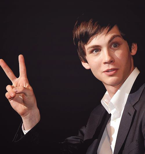100 pics of Logan Lerman!! 5/100 (;