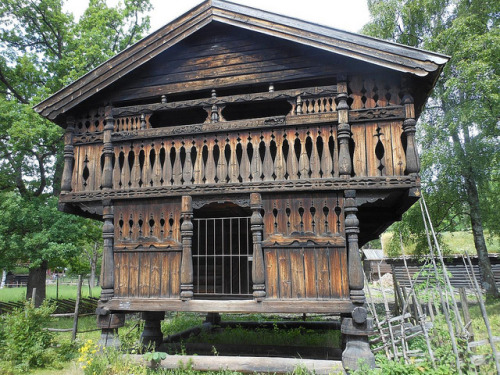 fuckyeahvikingsandcelts:  Storehouse, Folkemuseet, Oslo by Scumbled on Flickr.