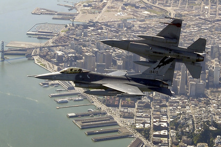 mypaperworkisfinished:  F-16's over San Francisco