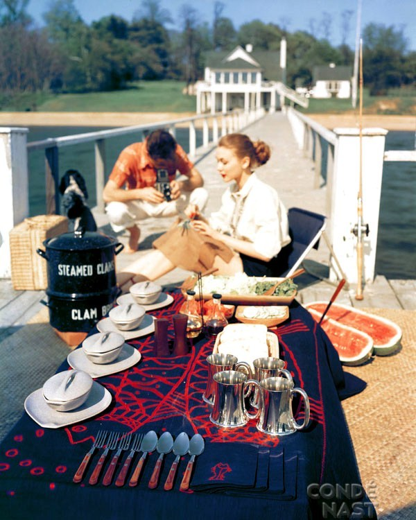 theniftyfifties:  Photo by John Rawlnigs for House and Garden, 1952.
