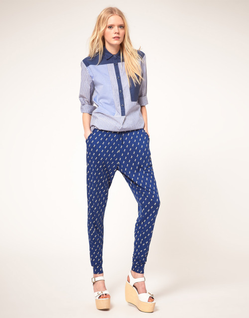 Baum Und Pferdgarten  Jersey Peg Trouser in Galloping Horse PrintMore photos & another fashion brands: bit.ly/Jhb4DJ
