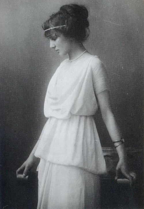 maudelynn:  Lovely Fashion Photo c.1914