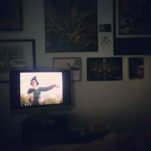 broday:  #currentlywatching #wizardofoz in my #bedroom (Taken with Instagram at Castle Rackrent)