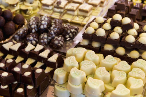 gastronomyfiles:  Keep calm & eat chocolate (by missmiir)