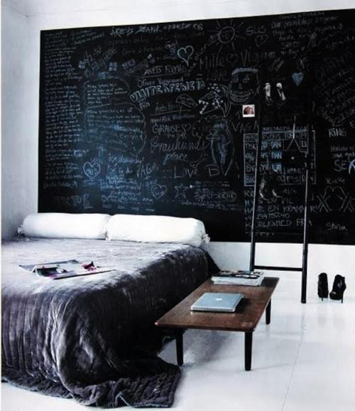 theblackworkshop:  An entire wall painted in chalkboard paint in the bedroom of German fashion designer Hanne Graumannr (via 5 Quick Fixes: Instant Headboards : Remodelista)