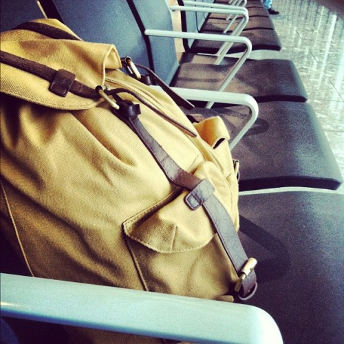 margdftba:  #backpack #traveling #airport #chairs (Taken with Instagram)