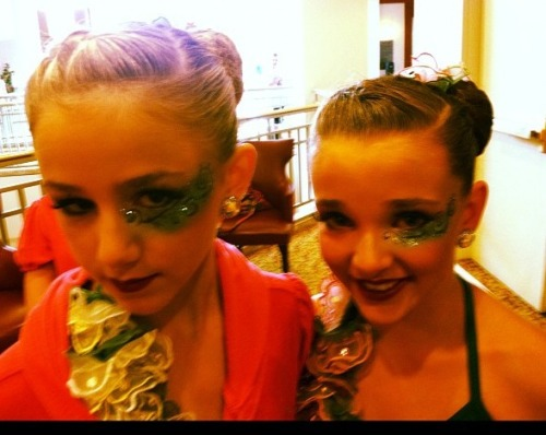 heartdancemoms:  luvdancemoms:  I sense a Chloe-Kendall duet in the future…  there is! ^  no it's a group dance i've seem maddie and brooke with this too