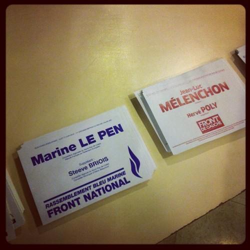 Melenchon et Le Pen cote à cote dans les bureaux de vote  (Pris avec Instagram)