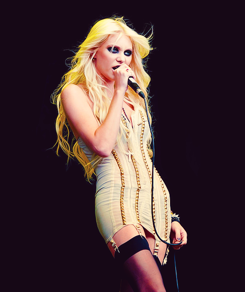 61/100 pictures of Taylor Momsen ( ♕ )