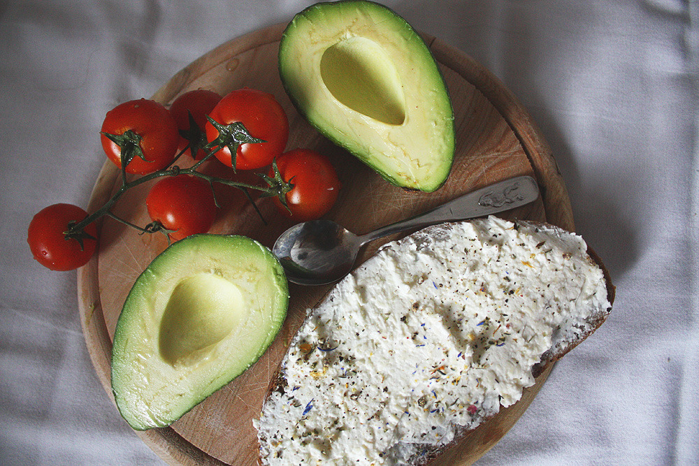 onlyhealthyfood:  Dinner: Bread with curd cheese, tomatoes and avocado.