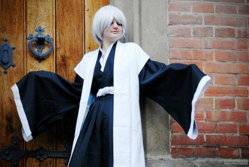 ohhh, sweet memories T___T thi is my first cosplay yet…  and i like him so much! ^^ Gin is such a Gin :333