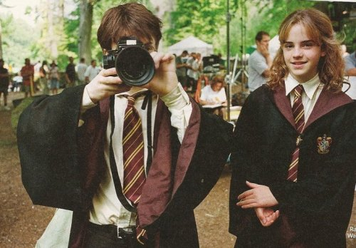 Daniel Radcliffe with a Mamiya 645 Pro (with Emma Watson) behind the scenes of Harry Potter and The Prisoner of Azkaban.Copyright: Entertainment Weekly.