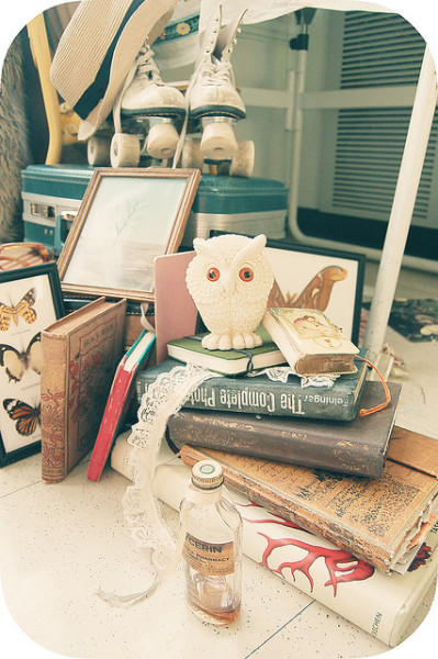 booksandtea:  morethings by yyellowbird on Flickr.