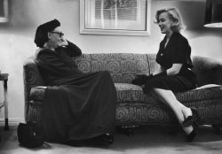 steroge:  British poet and critic Edith Sitwell sits down (presumably well) with literature lover Marilyn Monroe, London 1953George Silk/Time Life Pictures/Getty Images