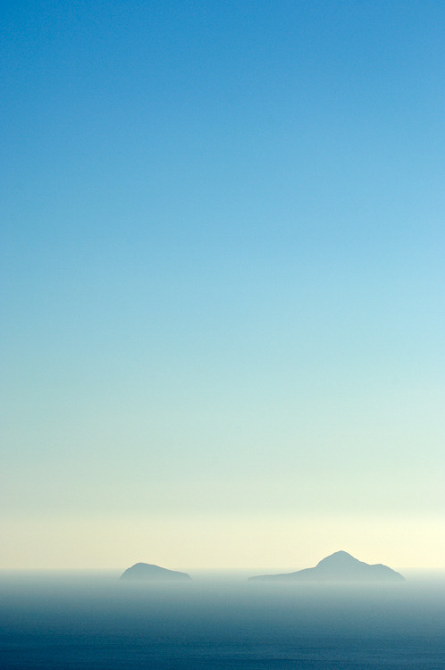 faultyclockwork:  (via Islands, photography by Stephan Fürnrohr | Art Limited)