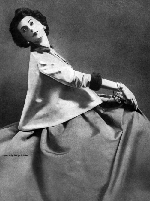 Dovima, Harper's Bazaar September 1951 - photo by Avedon