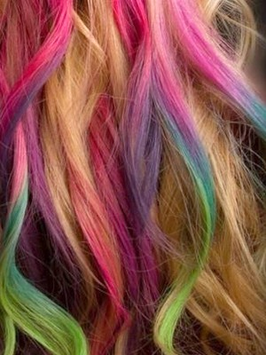 I want this!! dyedreams:  (via Hair & Makeup / Dye Time: Hair Color Trends to Try …With Non-Permanent Chalk!)