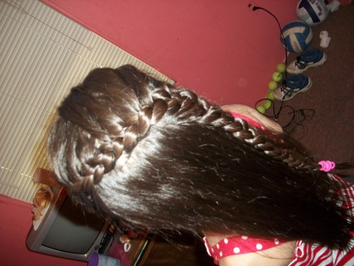 i love doing my little sisters hair ^_^