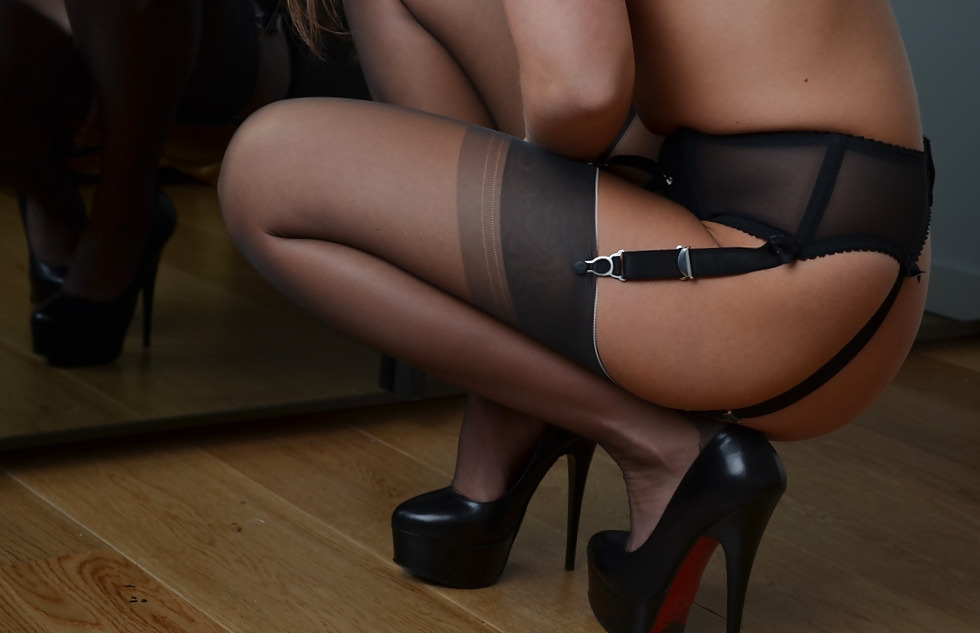 Mature stockings and high heels spread