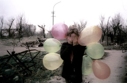 A young girl walking through the ruins of Grozny, Chechnya, in 2002. (Photo by Thomas Dworzak.)