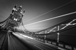 Tower Bridge (by: Nina Papiorek)