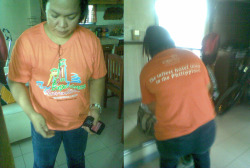 shirt share is over :( my nanay was using my shirt pala, it wasnt missing. sigh! em-phasize2012:  06 - 10 - 12  - yeah, phew, sigh* i was looking for this shirt for months now, si nanay  pala ang gumagamit, d tuloy ako mkapost sa fave shirt. dko tuloy nadala sa cebu, sayang! anyway i gave it to her  she took it away from me.  *mia is going to the finals, pakyaw lost today. 3 road accidents happened along aguinaldo highway - twas wild :))