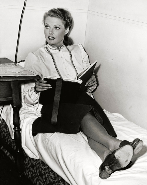 awesomepeoplereading:  Ann Sheridan reads.