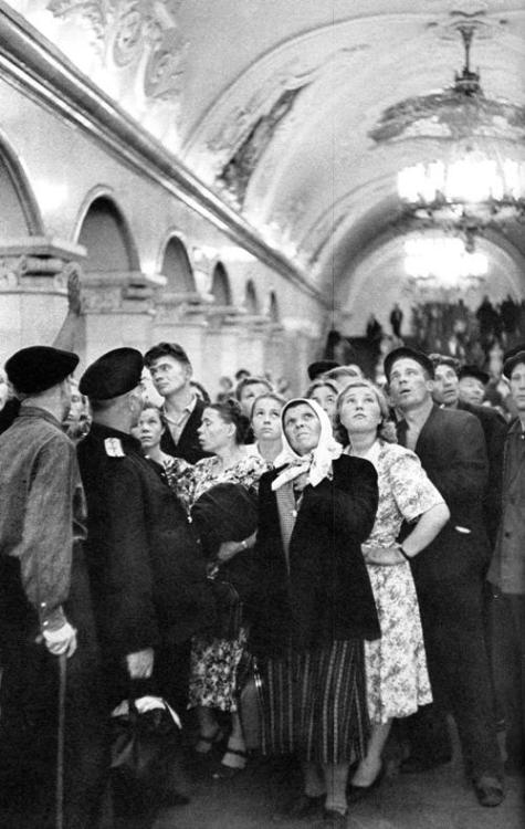 lostsplendor:  Soviet Union Metro, Russia c. 1953 (via Retronaut)  I really want to know what is going on in the upper corner