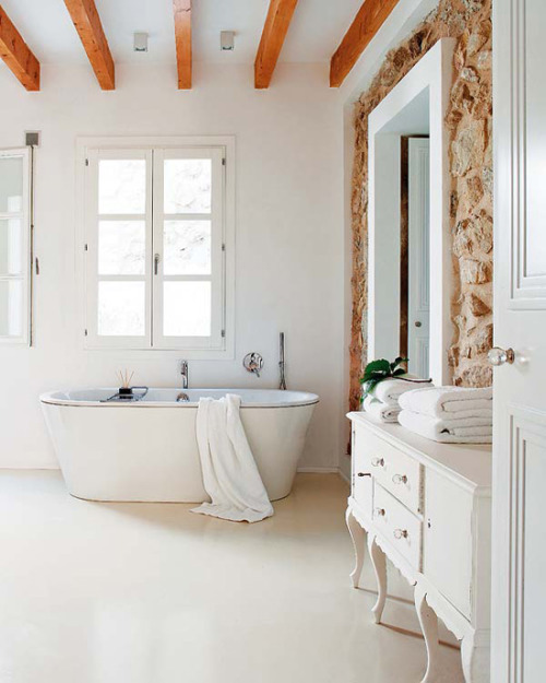 roomy bathroom (via desire to inspire)